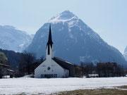 Im Dorfkern von Achensee liegt noch Schnee