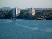 Die Stadt ist sehr schön am Ufer gelegen