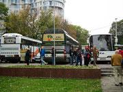 Die Touristenbusse aus dem Westen vermitteln den Touristen Heimatgefühl.