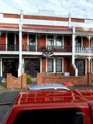 Erinnert eher an die Südstaaten-Häuser in New Orleans in Amerika