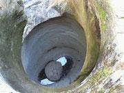 . . . hier im Wasser die Spiegelung der darüber liegenden beiden Töpfe (siehe vorheriges Bild)