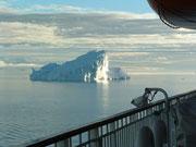 Eisberge in der Grösse von Mehrfamilienhäusern oder