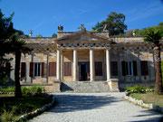 Er beherbergt heute ein National-Museum zu Ehren Napoleons