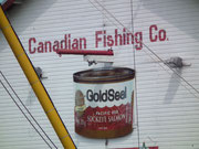 Die ortsansässige Canadian Fishing Company verarbeitet den tiefroten Lachs