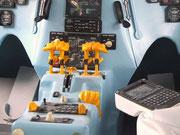 Kompletter Moke-up für ein Airbus-Cockpit in ergonomischem Design . . .