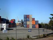 Die Schiffe sind schon ausgelaufen, der Container-Terminal fast leer
