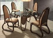 1989 Colani Rattan-Tisch- und Stühle . . .