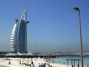 Blick vom (künstlichen) Strand auf das 7*******Hotel «Burj al Arab»