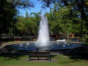 Hübsches Wasserspiel in der nicht minder hübschen Parkanlage