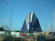Das Àgora ist ein Multifunktionelles Gebäude für Sport, Konzert und Theater mit rund 6000 Sitzplätzen . . .