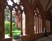 . . . und rundum schöne Säulengänge