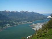 . . . auf die schön gelegene Hauptstadt Alaskas . . .