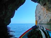 . . . und Ausfahrt aus der Grotte