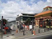 Schöner Backstein-Bau an der Hafen-Promenade