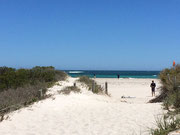 Die Strände mit feinem weissen Sand, aber leider ohne Schatten spendenden Bäumen