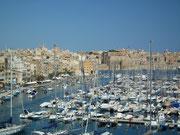 . . . der zeigt, wie sehr Malta u.a. vom Tourismus lebt.