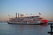Der Oldtimer Steamboat Paddlewheeler «Natchez» startet zur «Dinner Cruise»