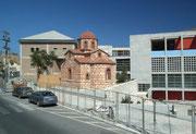 Kleine Backstein-Kapelle oder -Moschee an belbeter Hauptstrasse