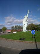 Die Freiheitsstatue im Verkehrskreisel in Colmar. Der Bildhauer Frédéric-Auguste Bartholdi