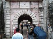 Der enge Eingang in die Altstadt von Kotor