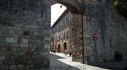Eingang durch die Stadtmauer