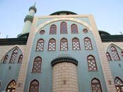Schlichte und trotzdem typische Fassade einer einfachen Moschee