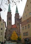 Die Zwillingstürme der St. Sebaldus-Kirche