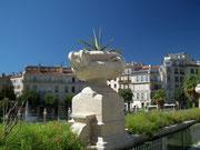 Die Sicht auf die Altstadt ist verdeckt durch den den grossen «Blumenkübel»
