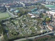 . . . und auf die Europa-Miniaturanlage am Fusse des Atomiums