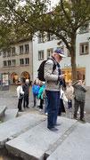 Unser Reiseführer Herr Schmidt wartet auf seine «Anhänger»