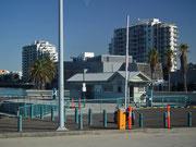 Wir verlassen das Hafengelände und gehen auf ausgedehnte Stadtrundfahrt in Melbourne