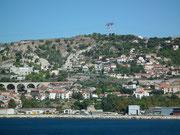 Schöner Blick auf die Küste bei der Anfahrt nach Marseille
