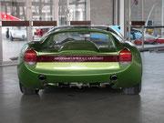 . . . und auch die Heckansicht ist aerodynamisch verbessert . . .