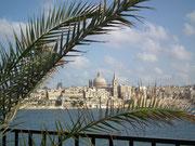 Die Altstadt von Valletta ist ringsum mit massiven Mauern umgeben . . .