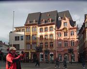 Die schönen Markthäuser, die alle nach dem Krieg neu erbaut wurden