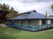 Das Tourismus-Büro, bzw. «Visitor Centre» residiert im ehemaligen blauen Sheriff-Haus