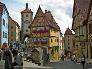Das Plönlein (Fachwerkhaus) und rechts unten das Kobolzeller Tor