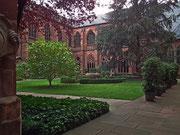 Die verschiedenen Anbauten ergeben auch einen schönen Innenhof . . .