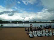 Nur noch die Schachfiguren und der Fotograf sind auf dem Panorama-Deck