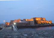 Abendstimmung mit dem beleuchteten Castle Cornet