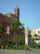 Teilansicht des Doms von Palermo. Ein Besuch ist sehr empfehlenswert.