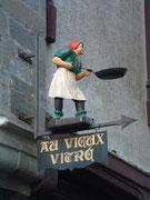 Schöner Wegweiser zur Altstadt von Vitré