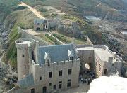 Blick vom Turmdach des Le donjon zum Logis du gouverneur