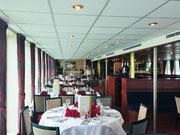 Der schöne und grosse Speisesaal bietet Platz für 150 Personen
