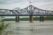 Auch die Brücke zeigt Nationalstolz