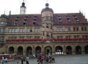 Das Rathaus mit prächiger Renaissance-Fassade