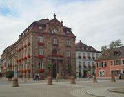 In der Mitte das weisse Haus «Hausbrauerei zum Domhof» . . .
