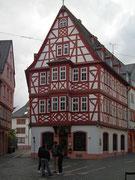 Die Häuser zum Aschaffenberg . . .