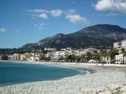 Die neu erstellte Strandanlage am Ortsausgang Richtung Monaco.