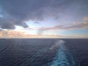 Wir lassen das offene Meer hinter uns . . .